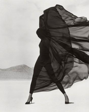 herb-ritts-versace-veiled-dress-el-mirage-1990