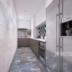 Grey Kitchen Tile Pan Hanger 厨房 白色柜子 木色柜子 灰色瓷砖三者之间十分和谐 射灯的点缀给人一种 射灯的点缀给人一种前卫的感觉