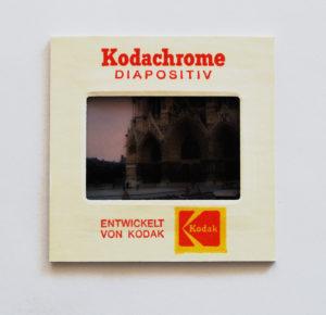 コダックのカラースライドフィルムと紙製マウント