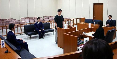 法務省及び内閣官房司法制度改革推進室の職員による模擬撮影