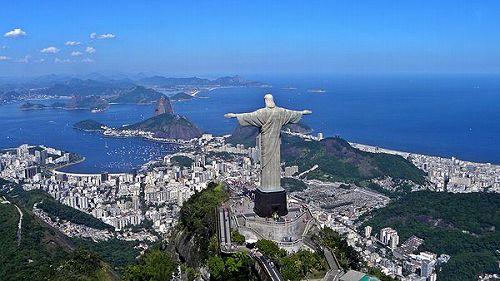 コルコバードのキリスト像とリオデジャネイロ