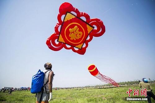 「中国結び」型の凧
