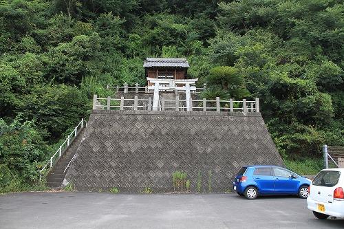 長与港内の金比羅神社