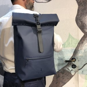 rains-sac-a-dos-backpack-rolltop-rucksack-bleu-artydandy-7