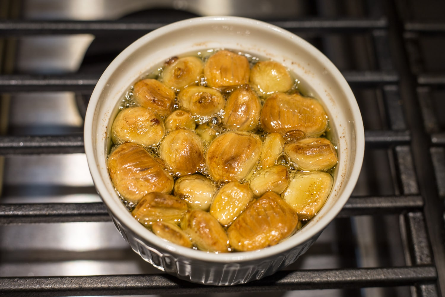 Use this succulent garlic confit to add wonderful flavor to vegetables, chicken, beef, sauces, or spreads! |artzyfoodie.com|