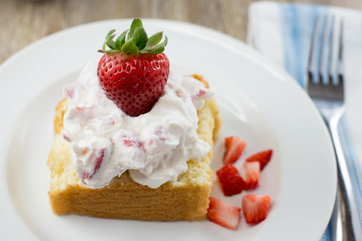 Strawberries and whipped cream is a 3 ingredient dessert that is simple and delicious! |artzyfoodie.com|
