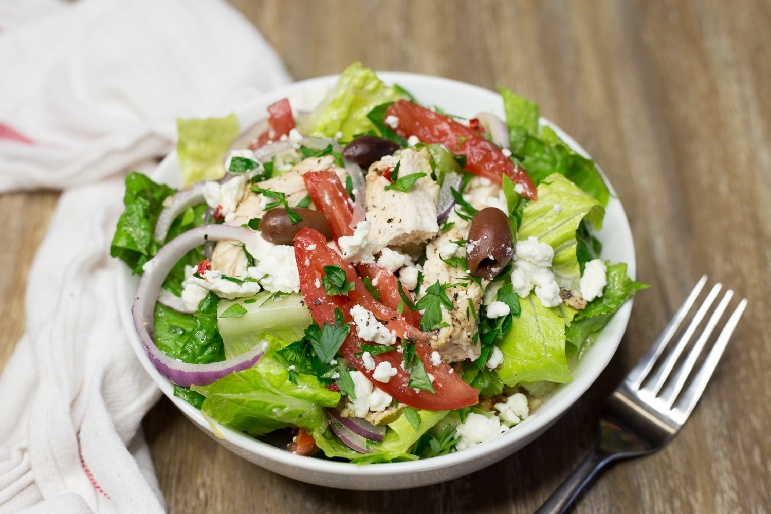 Greek chicken salad is a fresh, healthy salad that is hearty too! |artzyfoodie.com|
