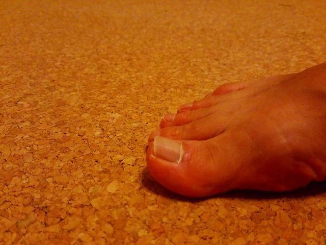 足の親指の爪
