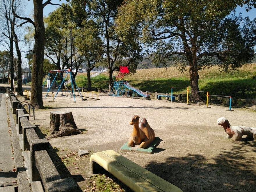 中広河岸公園 カンガルー遊具