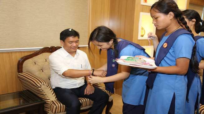 Itanagar- Khandu Celebrates Raksha Bandhan with School Children