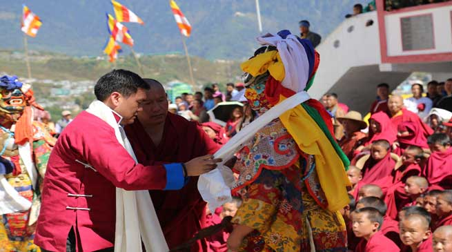 Arunachal- Chief Minister Pema Khandu visits Tawang Monastery
