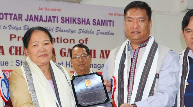 Higio Aruni conferred Krishna Chandra Gandhi Award 2016