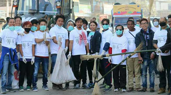 Cleanliness Drive in Itanagar by Ex-Delhi University Students