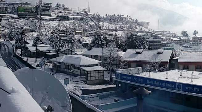 Arunachal- Heavy Snowfall in Tawang, Sela pass and Bomdila