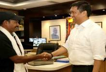 Khandu welcome Bhausaheb Bhawar Travelling Arunachal on Cycle