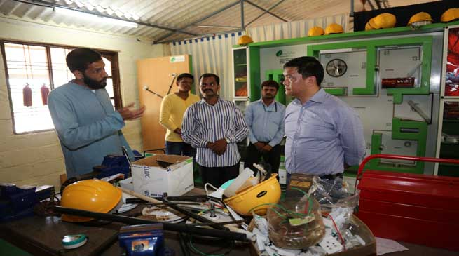 Khandu visits Sri Sri Kaushal Vikas Kendra for Renewable Energy