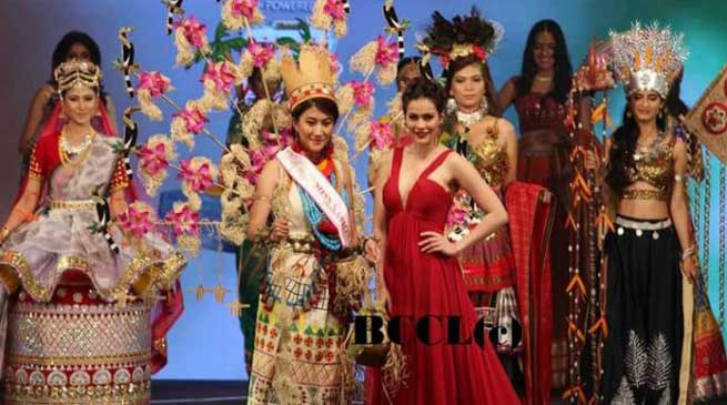 Licha Thosum wins 'Best National Costume Award'