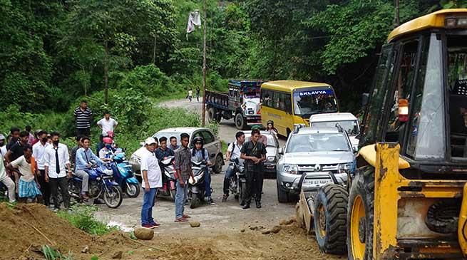 Massive traffic jam on Papu Nallah-Jully road