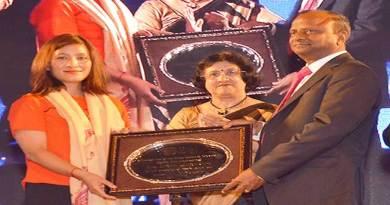 SBIChairperson Arundhati felicitates Anshu Jamsenpa