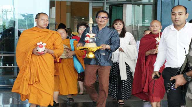 Holy Relics of Lord Buddha Arrives at Golden Pagoda from Thailand