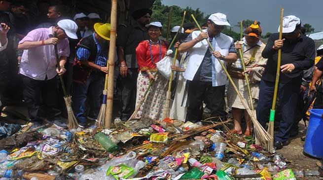 Kiren Rijiju, Chowna Mein participates in Mega Swachh Bharat Abhiyan at Karsingsa