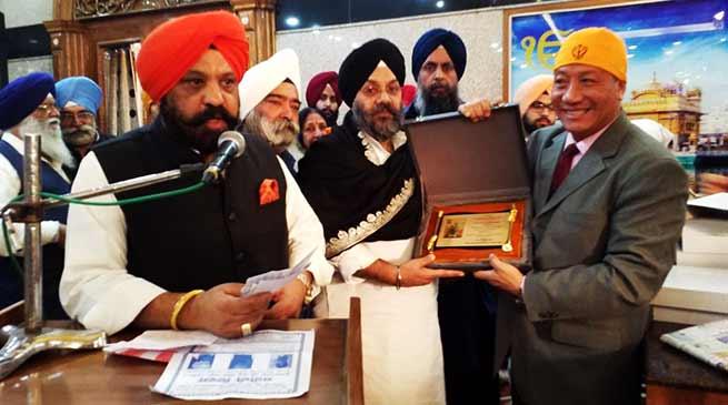 "Delhi Sikh Samaj Honoured Robin Hibu with ""Guru ka Ladla Award """