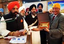 "Photo of Delhi Sikh Samaj Honoured Robin Hibu with ""Guru ka Ladla Award """