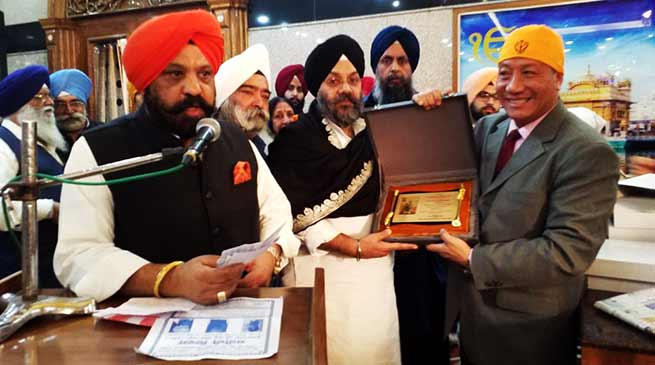"Delhi Sikh Samaj Honoured Robin Hibu with ""Guru ka Ladla Award """