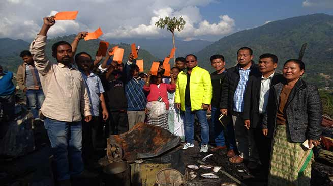 Itanagar: Techi Kaso visits fire accident site and console the victims