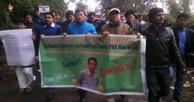 Arunachal:Candlelight march in support of Late Bomge Nyori