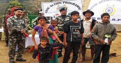 Arunachal: CRPF Distribute solar lantern to villagers