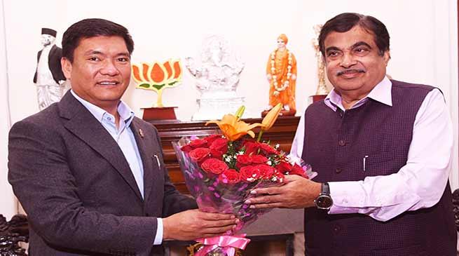 Khandu discussed Potin-Pangin section of TAH with Gadkari