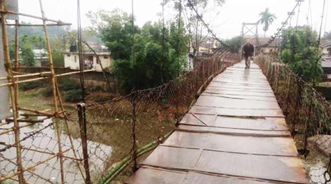 Itanagar: Suspension Bridge over Singki river barely hanging