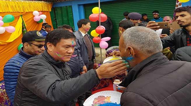 Arunachal: Pema Khandu celebrates HOLI at Tawang Market