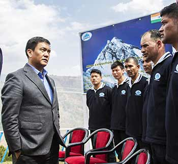 Arunachal: Pema Khandu flags off expedition to Mount Everest at NIMAS
