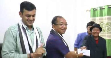 Itanagar: Kaso distributes cheques to thunderstorm's victims