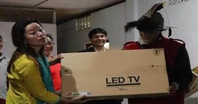 Arunachal:  Pario distributes TV sets to GBs of Palin constituency
