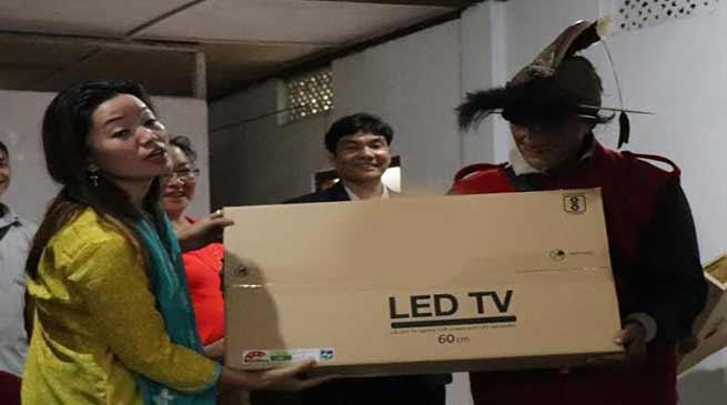 Arunachal: Pario distributes TV sets to GBs of Palin constituency