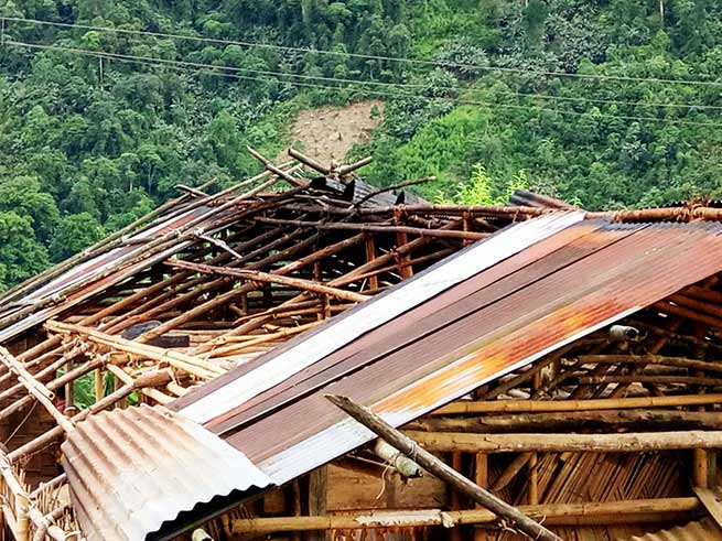 Arunachal: Sever storm hit Koloriang, damages houses, Taram appeal for relief