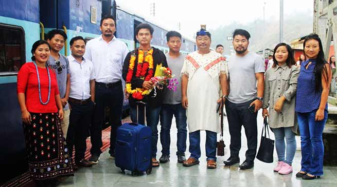 Arunachal:Young innovator Tadar Anang given gets warm welcome on his arrival to state