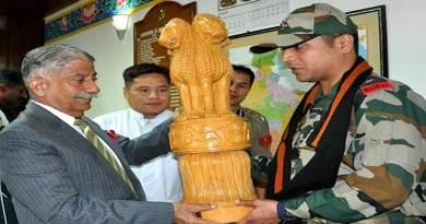 Itanagar:Governor felicitates Indian Army troops