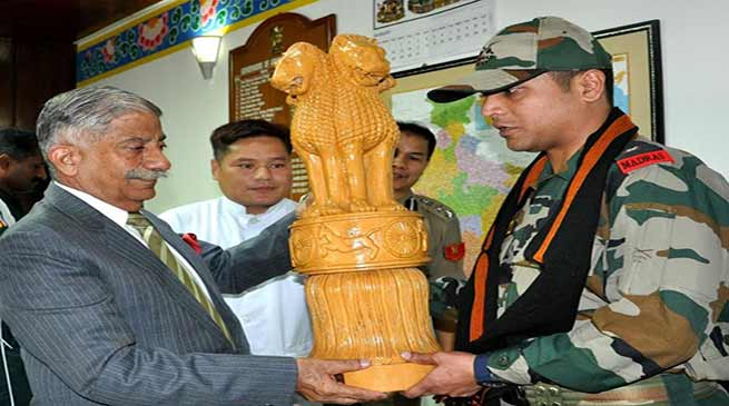 Itanagar: Governor felicitates Indian Army troops