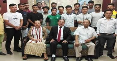 Itanagar:Tuki congratulatesArunachal cricket team
