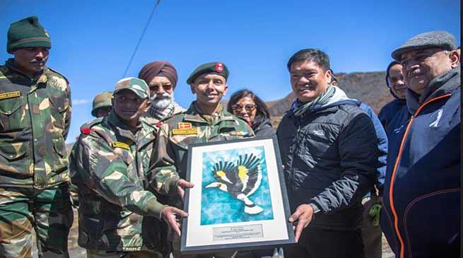 Arunachal: Pema Khandu visits the memorial of Subedar Joginder Singh at Bumla