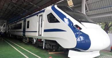 TRAIN 18- India's first engine-less train, speed 160 km/hour