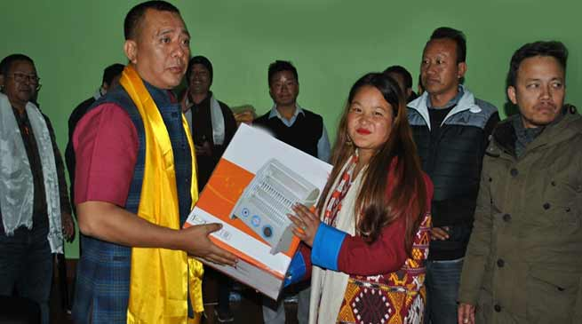 Arunachal: Bomdila MLA donates heaters among students