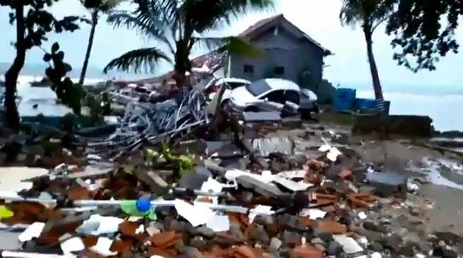 Indonesia: Tsunami hits beaches, 62 killed, 600 injured