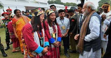 PM Modi interacts with Monpa Artist