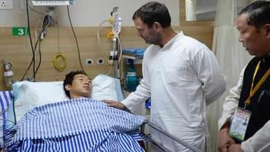 Photo of Congress president Rahul Gandhi Meets Arunachal Violence Hit Patients