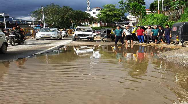 Itanagar: Pathetic road condition irk the commuter
